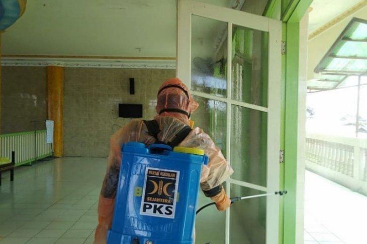 PKS Banjarmasin terjunkan penyemprot disinfektan untuk sterilkan mesjid