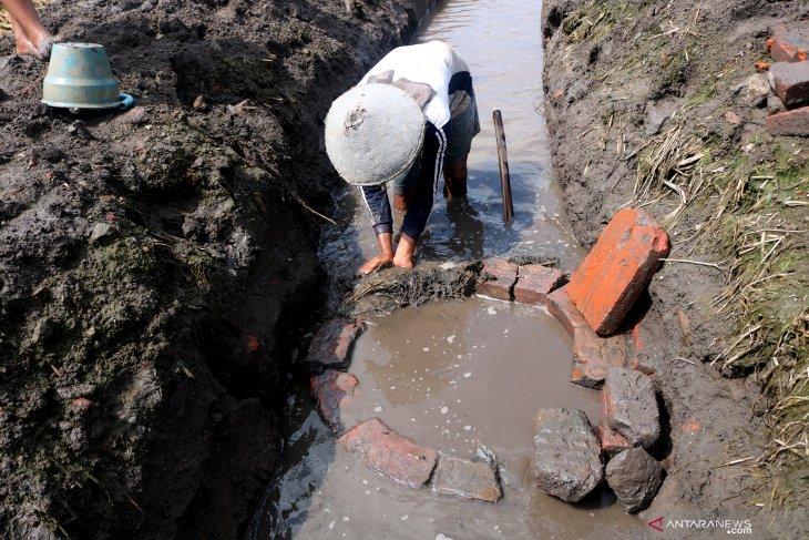 Penemuan sumur kuno di Jombang