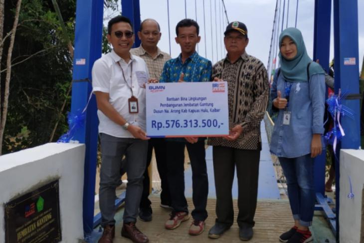 Bank BRI Putussibau bangun 105 meter jembatan gantung Nanga Arong Kalis
