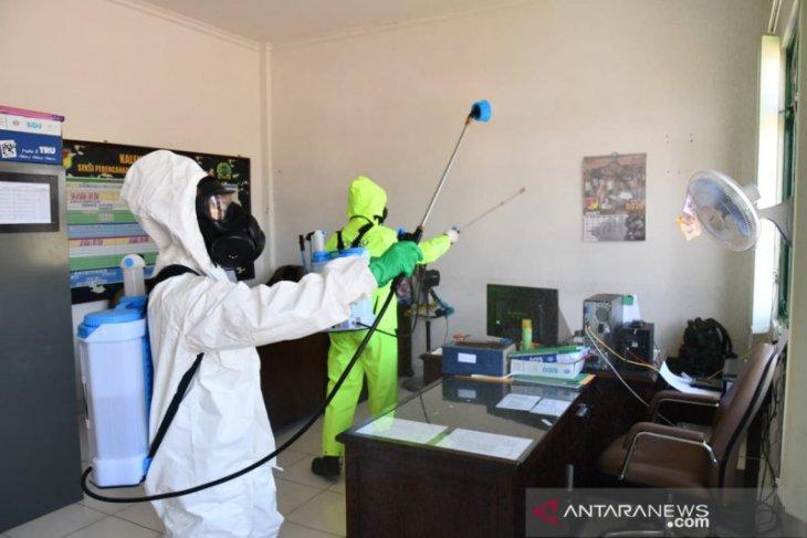 Polri telah melakukan penyemprotan disinfektan di 3.000 titik fasilitas umum