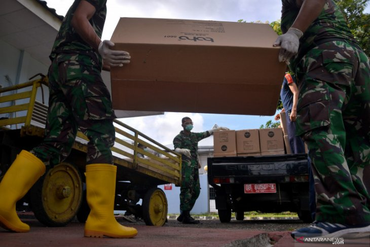 TNI distributes over 150,000 pieces of protective gear in provinces