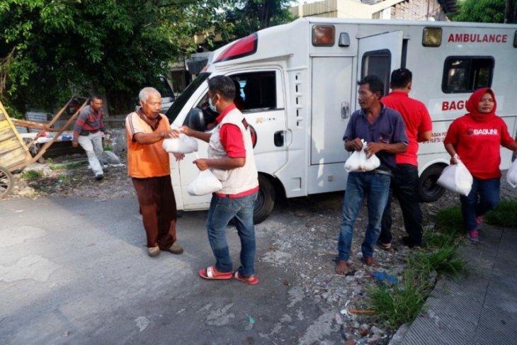 Baguna PDIP Jatim bagikan seribu paket jamu rempah-rempah cegah COVID-19
