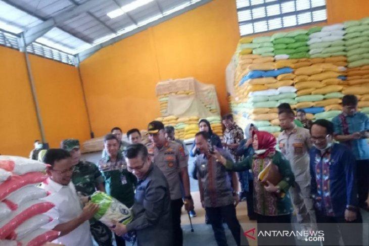 Harga gula pasir di Kendari tembus Rp20.000 per kilogram