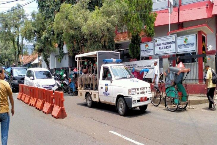Banyak korban jiwa, warga Bogor hindari keramaian