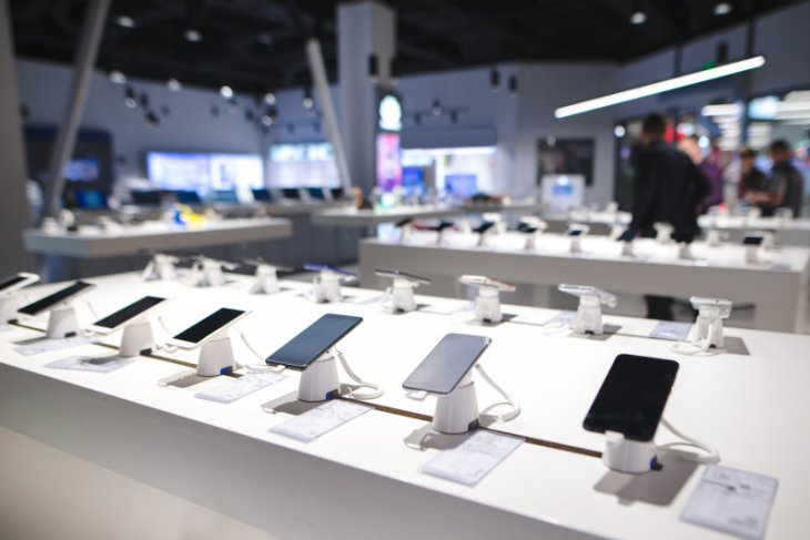 Penjualan ponsel dunia turun terdampak pandemi corona