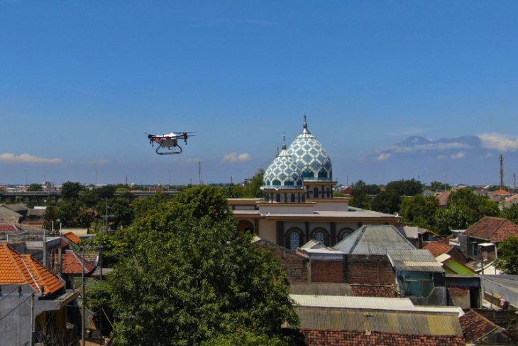 Drone deployed to disinfect Surabaya's Gunung Anyar area