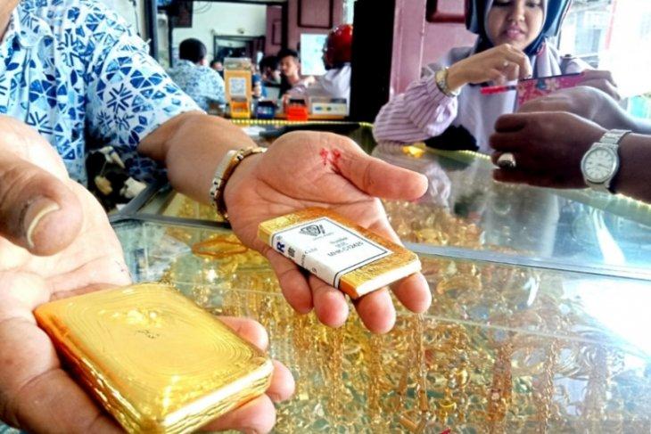 Harga emas berjangka jatuh 30,2 dolar AS akibat  ambil untung