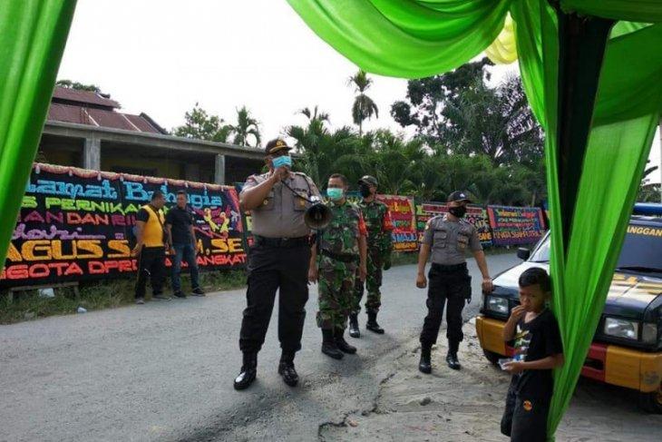 Jalankan Maklumat Kapolri, pesta pernikahan di rumah Kades pun ikut dibubarkan polisi