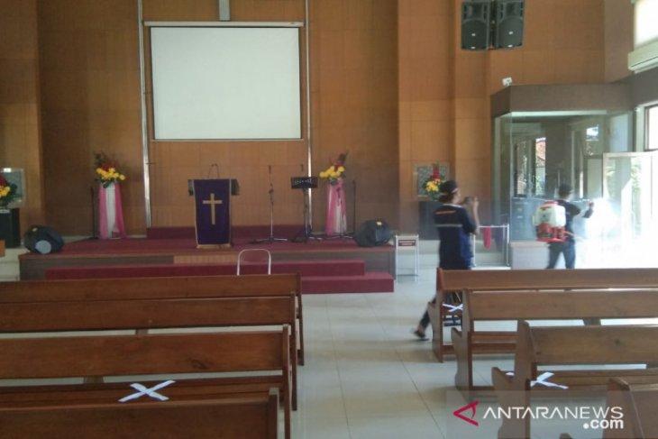 LPB Muhammadiyah semprotkan disinfektan tempat ibadah umat Kristiani