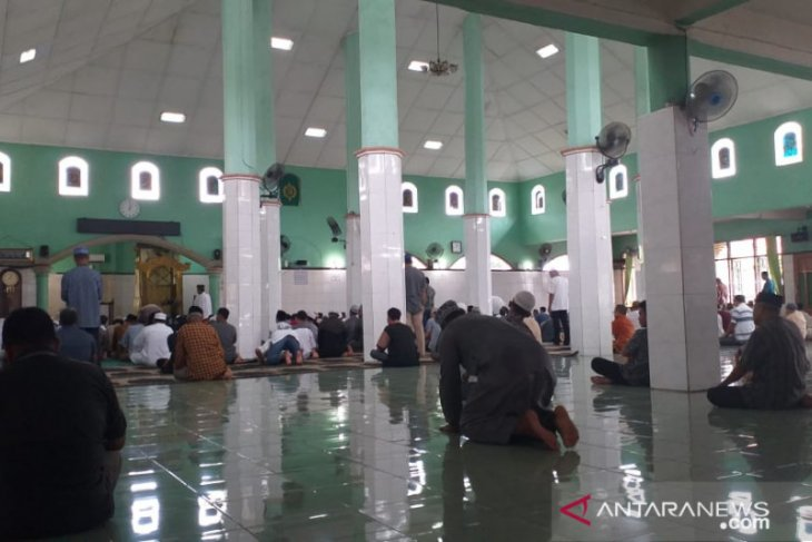 Sejumlah masjid di Kabupaten Belitung tetap laksanakan Shalat Jumat