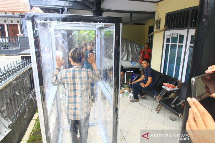 Warga Bengkulu buat bilik disinfektan untuk disumbang ke rumah sakit
