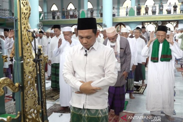 Masjid di Lumajang dan Jember terapkan jarak antarjamaah