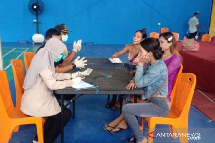 Tiga waria TKI ilegal yang diamankan Polres Tanjungbalai bebas COVID-19