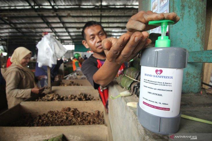 Bahan-bahan membuat 'hand sanitizer' anjuran WHO cegah COVID-19