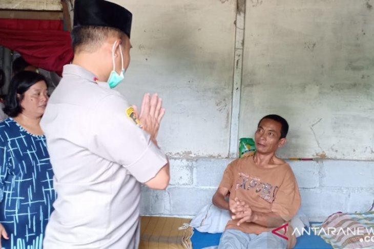 Polres Bangka Barat salurkan bantuan sembako untuk penderita gangguan syaraf