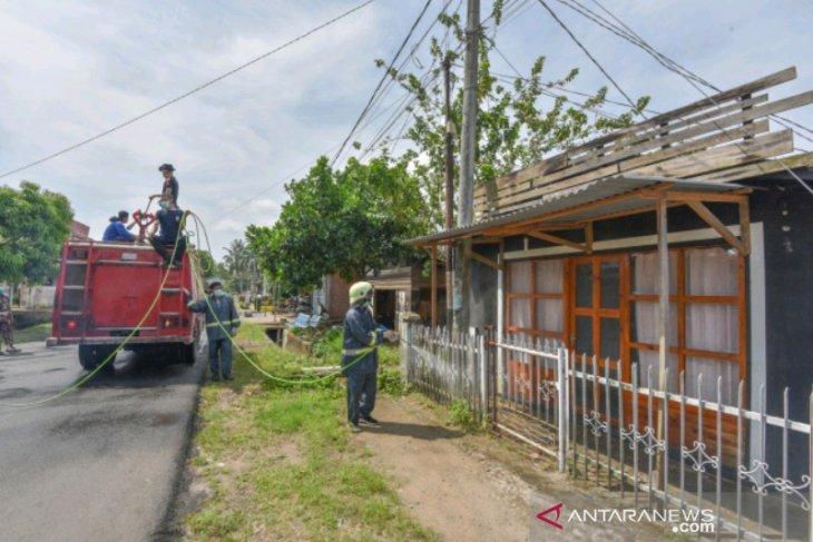 Pemkot Padangsidimpuan semprot disinfektan pemukiman warga dan fasilitas umum