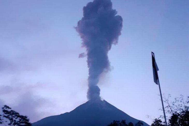 Gunung Merapi kembali meletus pada Sabtu malam