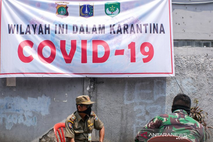 Member of Jakarta's mosque congregation tests positive for COVID-19