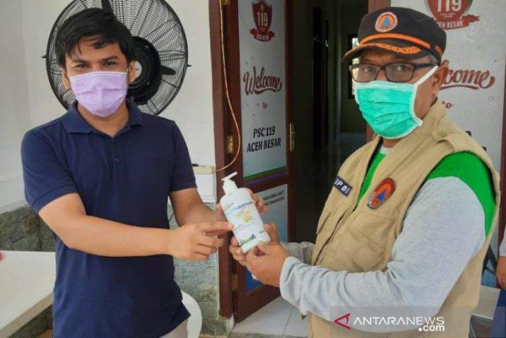 SBA serahkan hand sanitizer untuk gugus tugas COVID-19 Aceh Besar