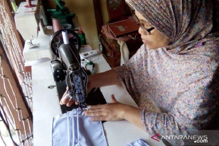 Dekranasda Siak produksi 10.000 masker libatkan penjahit lokal