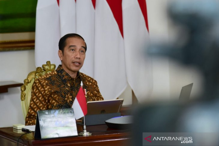 Ensure all drugstores, staple food shops remain opened: Jokowi