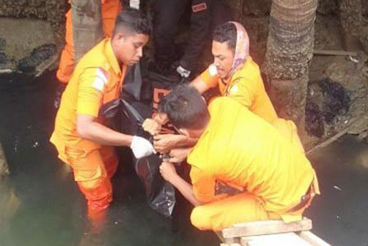 Mayat pria tanpa identitas di bawah jembatan, gegerkan warga Aceh Timur