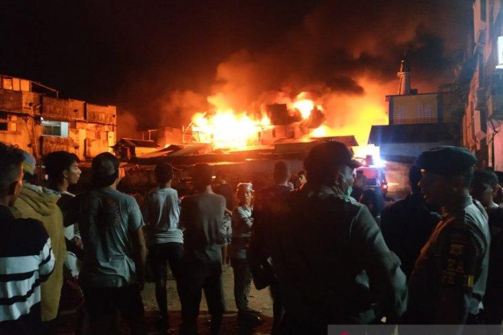 Dinsos Ambon  beri bantuan tanggap darurat korban kebakaran di Ongko Liong
