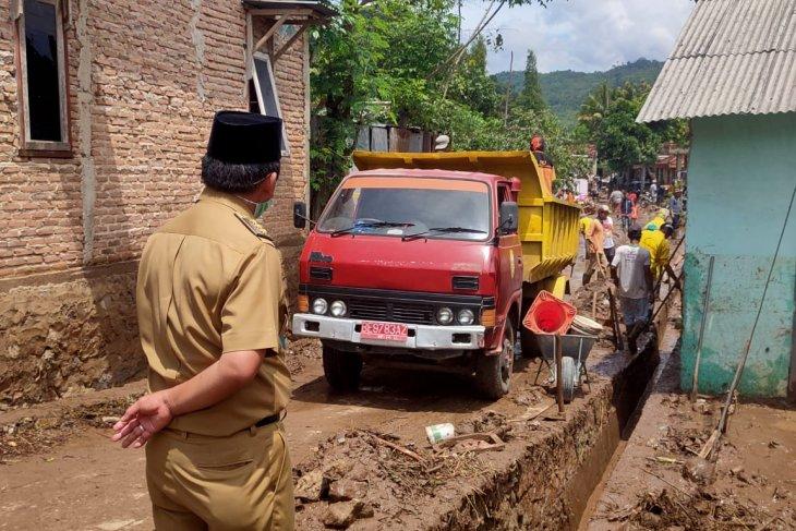 Flash flood wrecks hundreds of houses in Bandar Lampung