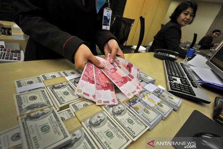 Dolar bersinar, pertengkaran baru AS-China memicu aliran