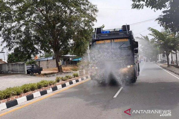 Tim gabungan Aman Nusa II Polres Bangka semprotan disinfektan secara massal