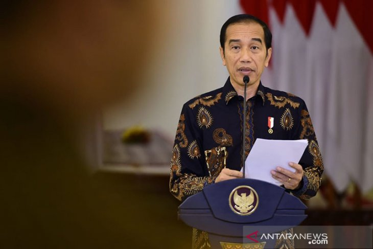 Jokowi orders health minister to finalize rules on social distancing