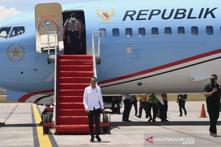 Di Kepri, Jokowi jelaskan makna 'lockdown'