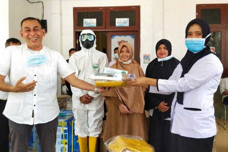 Pemkab Aceh Besar distribusikan APD dan disinfektan