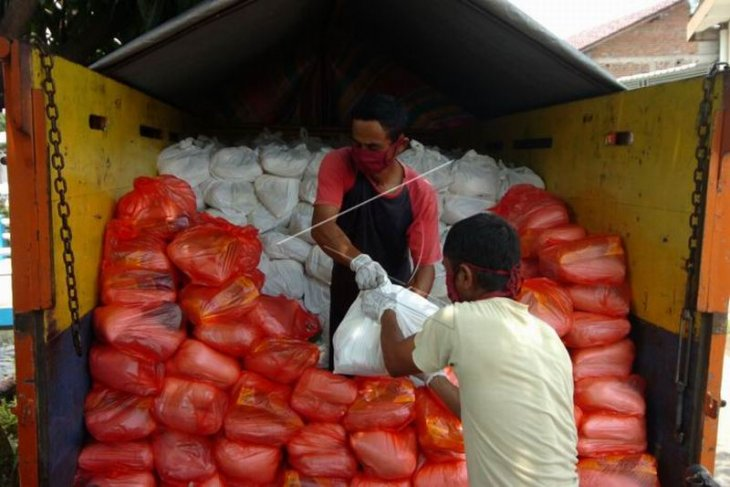 Operasi pasar murah Perum Bulog