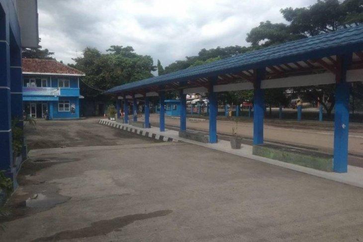 Terminal bus Rangkasbitung sepi penumpang akibat wabah corona