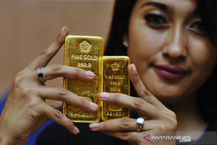 Harga emas Antam anjlok Rp16.000 per gram