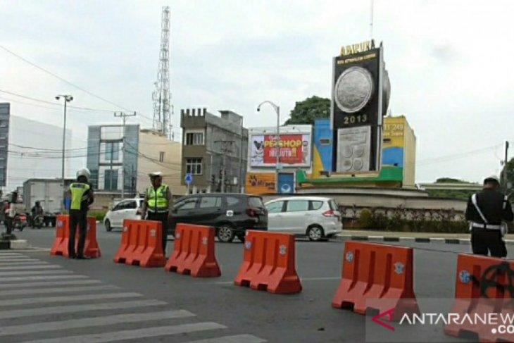 Polisi lakukan pergeseran waktu penutupan jalan di Medan