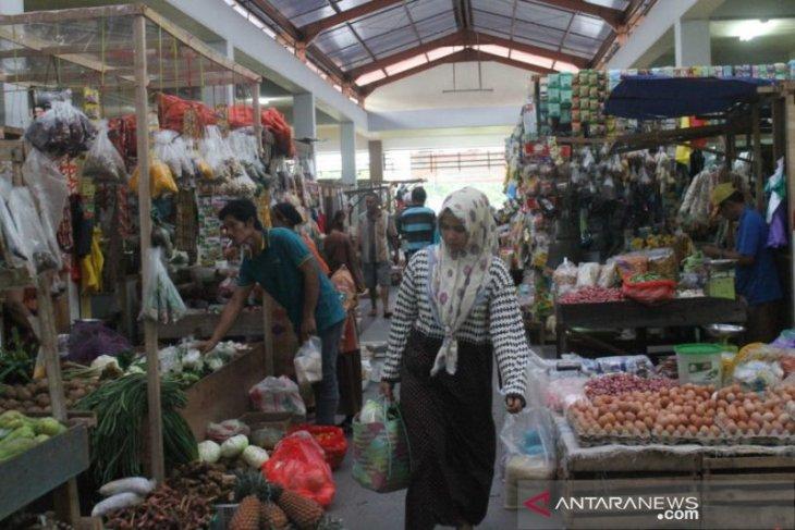 Ketua DPRD Kabupaten Penajam minta masyarakat tidak borong bahan pokok