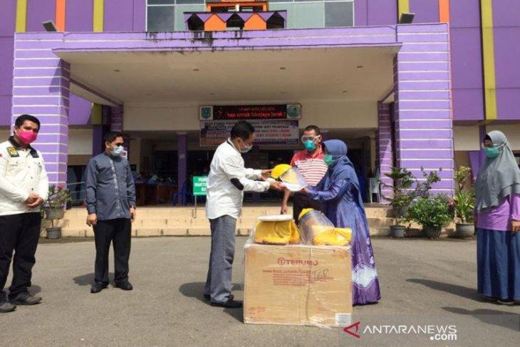 RSUD Kandangan terima bantuan APD dari Anggota DPR RI - PKS