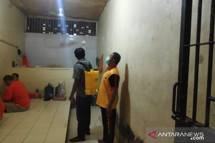 Police disinfects detention house to halt COVID-19 transmission
