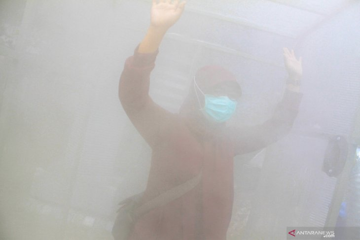 Masyarakat jangan semprotkan langsung cairan disinfektan ke tubuh