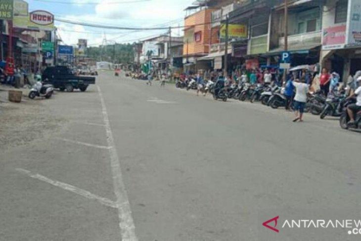 Banyak protes, penutupan dua jalan utama di Gunungsitoli dibatalkan