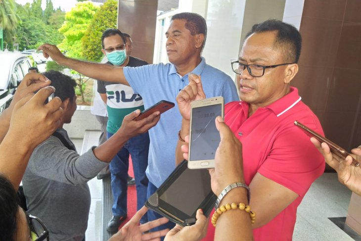 Seorang lansia di Ambon berdasarkan pemeriksaan RDT positif COVID-19