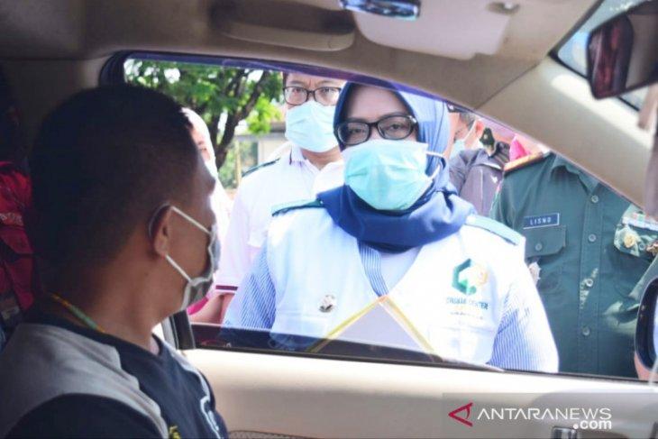 Ade Yasin periksa kendaraan asal Jakarta yang masuk Jalur Puncak