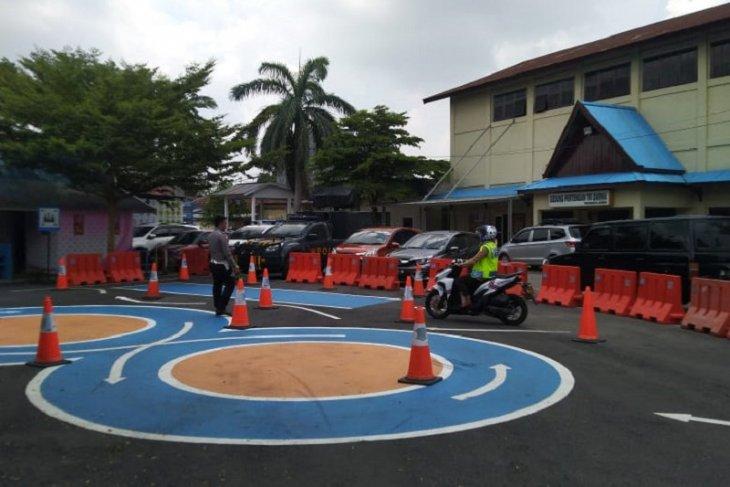 Pelayanan SIM di Polresta Jambi kembali beroperasi dengan pemberlakukan jaga jarak fisik
