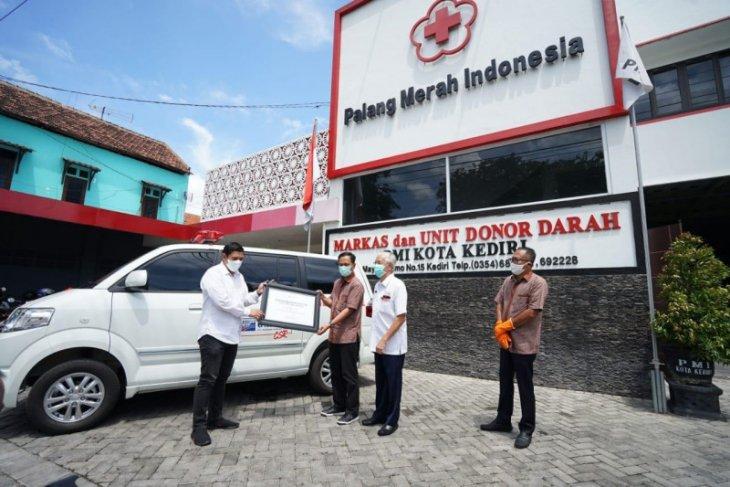 Pemkot Kediri terima mobil ambulans untuk PMI dari Gudang Garam