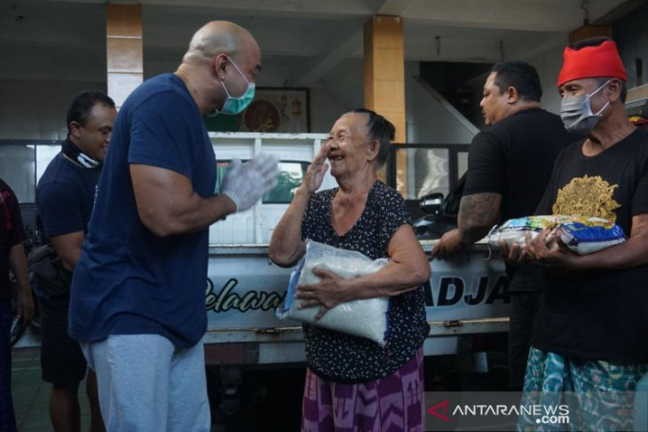 Gerindra Denpasar bagikan 5 ton beras kepada masyarakat terdampak COVID-19