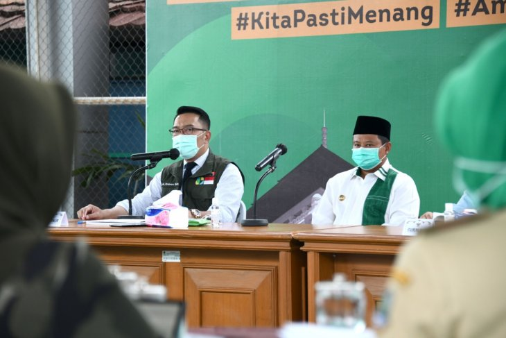 West Java governor unveils strategy for proposing social distancing