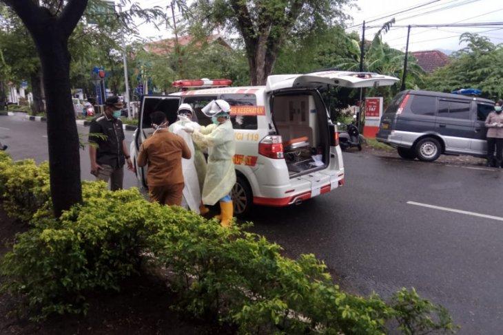 Pria paruh baya ditemukan meninggal dunia dalam mobil di Banda Aceh