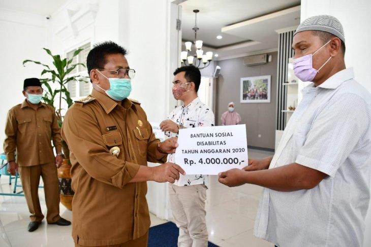 Aminullah salurkan bantuan ke-192 sandang disabilitas di Banda Aceh